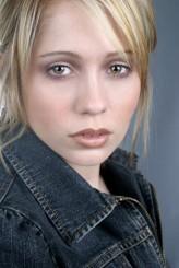Erika Flores profil resmi