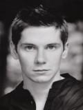 Karl Davies profil resmi