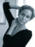 Nina Young profil resmi