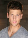 Parker Young profil resmi