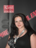 Tricia Devereaux profil resmi