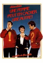 Attention ! Une Femme Peut En Cacher Une Autre (1983) afişi