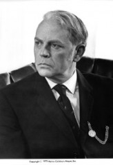 Dan O'Herlihy profil resmi
