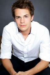 Johnny Simmons profil resmi