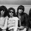 End Of The Century: The Story Of The Ramones Resimleri